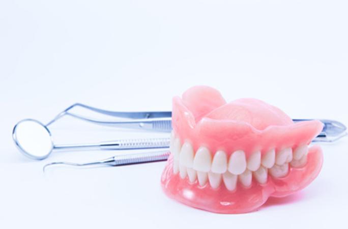 入れ歯が合わない4つ原因