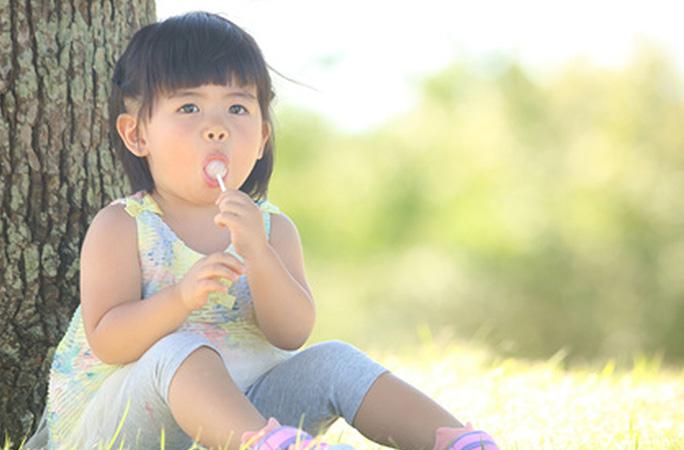 歯周病でも安心して食べられるキャンディー(飴)を歯科医が4つ紹介。